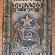 PLACHETA ANIVERSARA BRONZ CLUBUL SPORTIV DINAMO BUCURESTI 1948-1988. EMBLEMA - Insigna fotbal