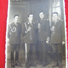 FOTOGRAFIE MILITARA veche, MILITARI IN TINUTA DE GALA, PARADA, GRATIS Transport - Fotografie veche
