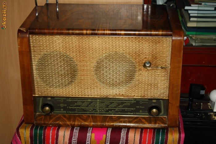 """Radio VEF AKKORD cu PICK-up - model deosebit.   """"Precedenta Urmatoarea.  Fotografia."""