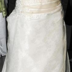Rochie de mireasa Agnes Toma.Culoare somon - Rochie de mireasa printesa