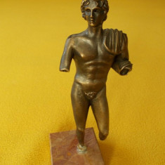 Statueta bronz pe postament marmura / Sculptura bronz pe suport marmura