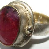 Inel argint - Inel vechi din argint cu piatra rosu/roz inchis - de colectie