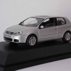 Macheta VW Golf 5 - 3 usi - 1/43 - Macheta auto Schuco