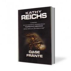 Roman Altele - Kathy Reichs-Oase frante