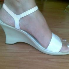 Sandale din piele cu platforma marimea 39,sunt aduse din Spania! Sunt noi!