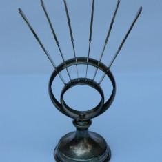 SUPORT si CUTITE argintate cu monograma R, Tacamuri