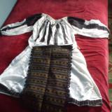 costum popular autentic vechi de peste 50 de ani
