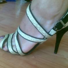 Sandale ZARA marimea 41, se potrivesc marimii 40, arata excelent! - Sandale dama Zara, Negru