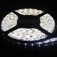 Banda LED ALB RECE XENON REZISTENTA APA SMD 3528 60 LED m 5m auto amenajari 2835 - Led auto EuropeAsia, Universal
