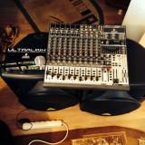 Vand microfon shure beta 58a,2 boxe active beringer si mixer beringer fara putere in perfecta stare de functionare...