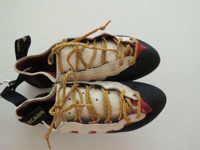 papuci escalada Scarpa foto mare