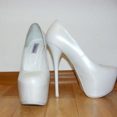 Pantofi dama, Marime: 36, Alb - Pantofi albi cu toc si platforma imbracata, model deosebit, masura 36/26cm