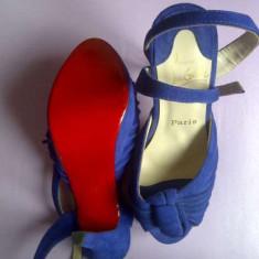 Vanda sandala Christian Louboutin din piele intoarsa - Sandale dama Christian Louboutin, Marime: 36, Culoare: Albastru, Albastru