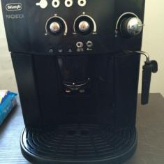 Espressor automat, Cafea boabe, Espresso, 15 bar, 1.8 l, 1250 W - Expresor cafea DeLonghi Magnifica cu GARANTIE