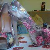 Pantofi cu toc inalt si imprimeu floral - Pantof dama, Marime: 35, Culoare: Maro, Maro