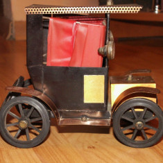 Jucarie de colectie - Masinuta metalica Retro copertata, jucarie handmade anii 70, obiect decor din Epoca de Aur, veioza artizanala