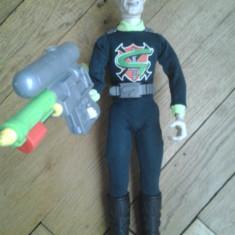 Figurina Desene animate - Figurina Professor Gangrene Action Man villain Doctor X cu arma pistol se umple trage cu apa rezervor lichid gen Lava Lamp la spate detaliat original