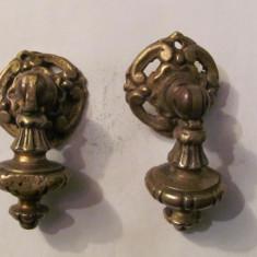 PVM - Set (2) doi tragatori vechi din bronz deosebiti pentru mobilier - Metal/Fonta