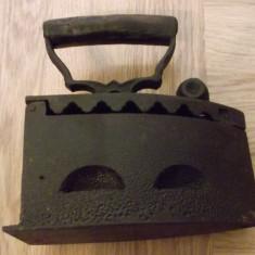 Metal/Fonta - Fier de calcat cu carbuni