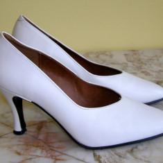 Pantofi dama marca Asunchi marimea 38 locatie raft ( 19 / 9 ), Marime: 38, Alb