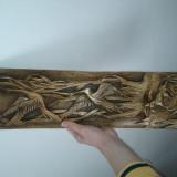 Sculptură tip aplică, realizată manual.