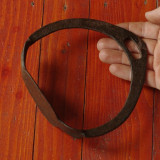 Scarita veche pentru sa de cal - din metal realizata manual la nicovala si forja - Metal/Fonta
