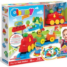Cuburi Clemmy Plus - Statie de tren - Jucarie pentru patut Clementoni