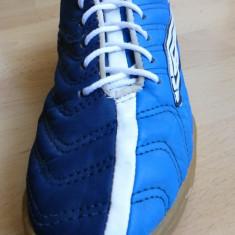 Adidasi Umbro 50 (Fifty); marime britanica 4, 36 la noi(22.5 cm talpic interior) - Adidasi copii Umbro, Marime: 37, Culoare: Din imagine