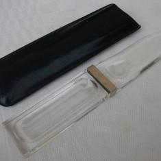 Obiect pentru deschis corespondenta sub forma de lupa, prevazut cu teaca