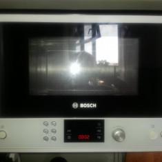 Cuptor cu microunde incorporabil Bosch