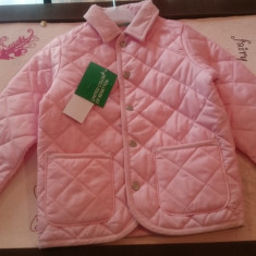Jacheta fetite 4-5 ani noua cu eticheta de la producator pret 50 ron Benetton, Culoare: Roz