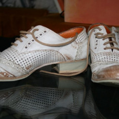 Vand pantofi originali Italia M 41-42 la 75 ron - Pantofi barbati, Culoare: Alb, Piele naturala