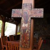 Cruce veche din lemn pictata manual