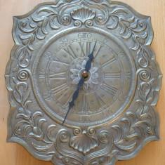 Ceasuri de perete - Ceas de perete metalic (zinc ), mecanism JUNGHANS QUARTZ Germania, functional