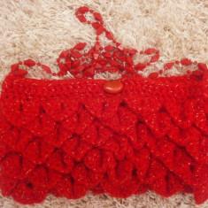Geanta handmade - Poseta crosetata, hand made, unica, rosie, pentru ocazii, cu bareta lunga din margele
