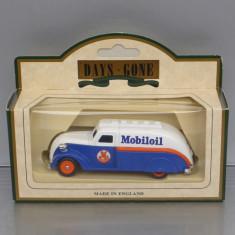 Camion Dodge Streamliner Airflow 1939 Mobiloil, Lledo - Macheta auto