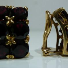 Cercei aur 18 k cu garnet