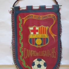 RAR! FANION F.C.BARCELONA CASTIGATOAREA CAMPIONATULUI SPANIEI 1984-1985 - Fanion fotbal