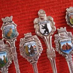 SET LINGURITE DE COLECTIE PLACATE CU ARGINT DECORATE CU MEDALIOANE DIN PORTELAN, Tacamuri