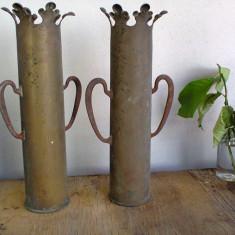 Metal/Fonta, Vase - LOT 2 VASE PENTRU FLORI< FABRICATE DIN CAMASA DE OBUZ DIN PRIMUL RAZBOI MONDIAL