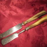TACAMURI- SET CUTITE PENTRU SERVIT UNT SI BRANZA CU MANERE DIN CORN