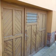 Ușă de garaj din lemn