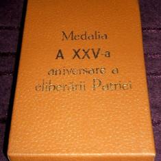 Cutie originala Medalia a XXV-a aniversare a eliberarii Patriei, perioada RSR - Ordin