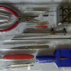 Trusa ptr desfacut ceasuri si bratari/16 piese - Reparatie telefon