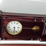 Ceas cu pendula vechi