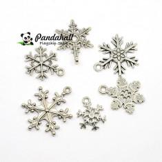 Lot 12 fulgi de nea zapada charm metal argintiu modele diferite handmade Craciun