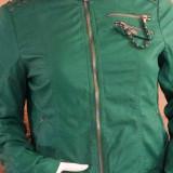 O superba jacheta verde scurta din piele ecologica - marime S (dama)