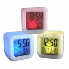 Ceasuri de perete - Ceas tip cub multicolor cu schimbare digitala a culorii LED 7 culori