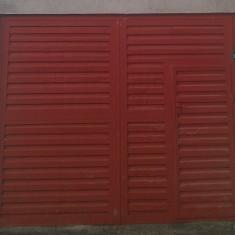 Vand usa de garaj 240x300 cm, fier rectangular cu usa mica de intrare