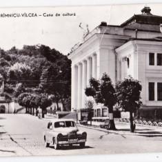 Carte Postala, Circulata, Printata - Ramnicu Valcea masina de epoca, casa de cultura vedere circulata in 1962
